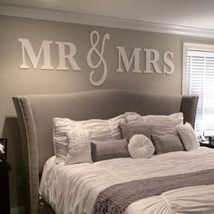 Brilliant Small Master Bedroom Ideas14