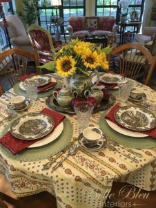 Wonderful French Country Dining Room Table Decor Ideas21