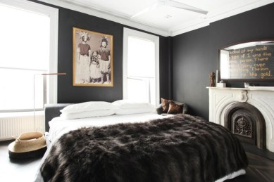 Amazing Black Bedroom Design Ideas For Home09