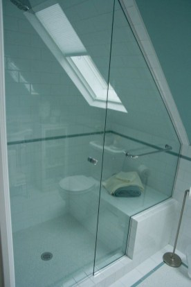 Fascinating Small Attic Bathroom Design Ideas28