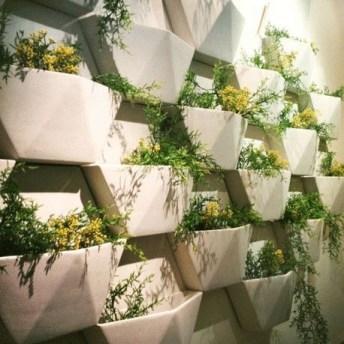 Brilliant Vertical Gardening Ideas08