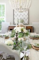Elegant Antique Farmhouse Decoration Ideas For Home08