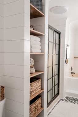 Outstanding Bathroom Makeovers Ideas For Small Space16