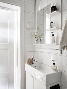 Outstanding Bathroom Makeovers Ideas For Small Space28
