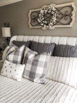 Smart Bedroom Decor Ideas With Farmhouse Style26
