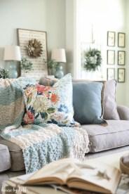 Unique Summer Decor Ideas For Living Room19