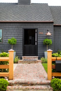 Wonderful Beach House Exterior Color Ideas19