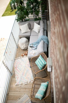 Inexpensive Apartment Patio Ideas On A Budget08
