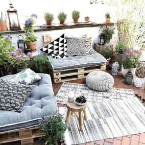 Inexpensive Apartment Patio Ideas On A Budget14