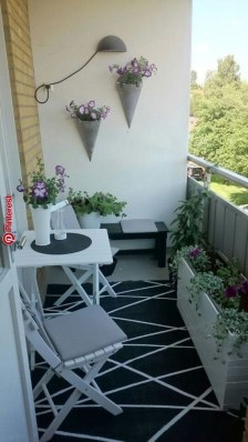 Inexpensive Apartment Patio Ideas On A Budget20