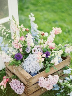 Pretty Floral Garden Decor Ideas29