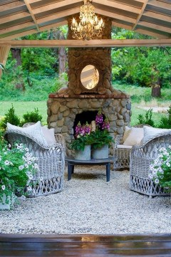 Brilliant French Country Garden Décor Ideas13