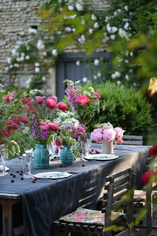 Brilliant French Country Garden Décor Ideas43