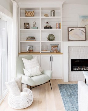 Inspiring Living Room Ideas With Beachy And Coastal Style25