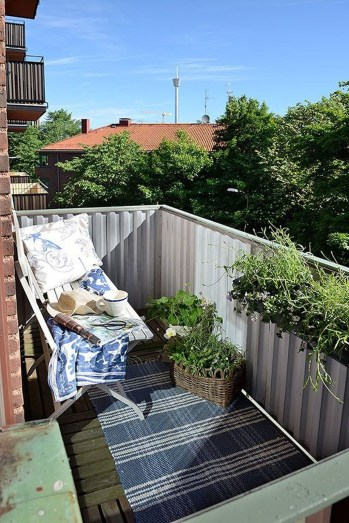 Inspiring Wooden Floor Design Ideas On Balcony For Your Apartment 05