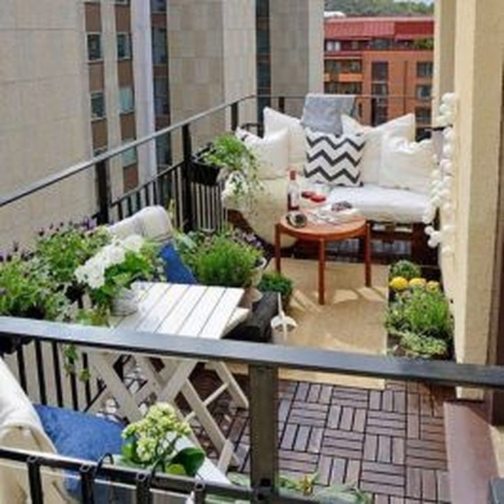 Inspiring Wooden Floor Design Ideas On Balcony For Your Apartment 36