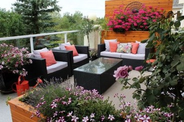 Inspiring Wooden Floor Design Ideas On Balcony For Your Apartment 44