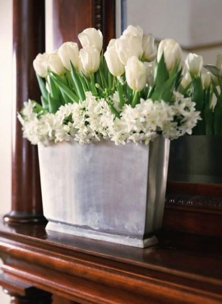 Lovely Window Design Ideas With Vase Flower Ornament09