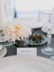 Lovely Window Design Ideas With Vase Flower Ornament33