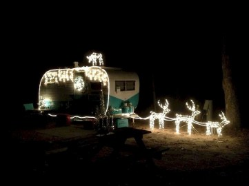 Splendid Christmas Rv Decorations Ideas For Valuable Moment14