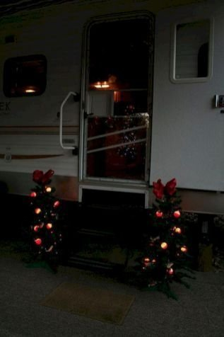Splendid Christmas Rv Decorations Ideas For Valuable Moment43