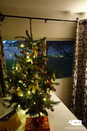 Splendid Christmas Rv Decorations Ideas For Valuable Moment46