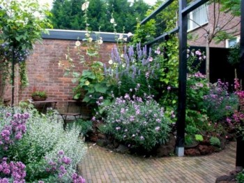 Cute Garden Design Ideas For Small Area To Try34