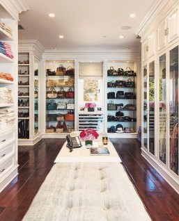 Best Minimalist Walk Closets Design Ideas For You02