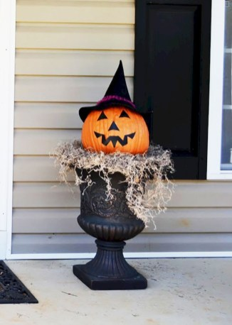 Stylish Outdoor Halloween Decorations Ideas That Everyone Will Be Admired Of42