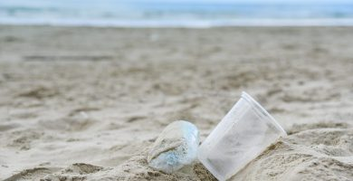 Vasos de plástico que van a parar al mar
