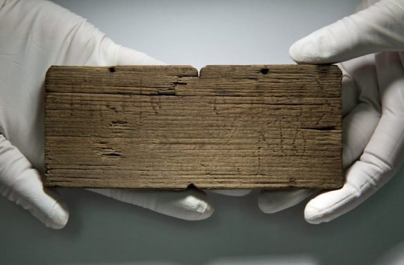 The 'Tertius Braciarius' tablet from AD 80-90/95. The inscription left in the wood actually says TııRTIO BRACIA RIO, since in Roman handwriting an E was represented by two vertical (or slightly angled) strokes.